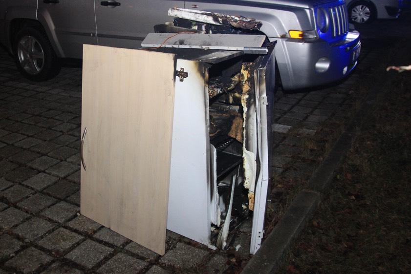 Auto Kühlschrank Kaufland : Ungewöhnlicher brandfall wüste szenen in der disco fünf verletzte